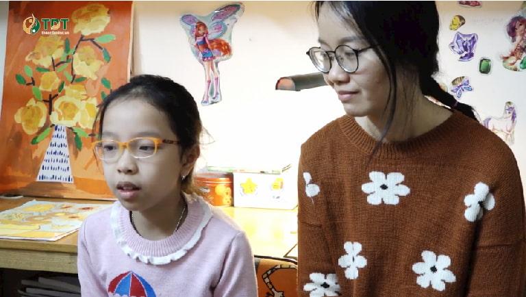 Chị Lâm Thanh và bé Tùng Chi chia sẻ về hành trình chữa bệnh dạ dày