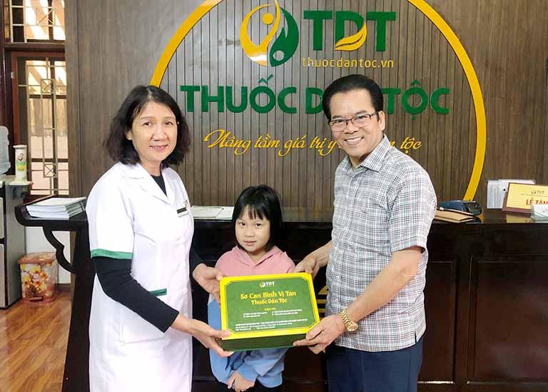 NS Trần Nhượng và cháu gái chữa khỏi bệnh dạ dày tại Trung tâm