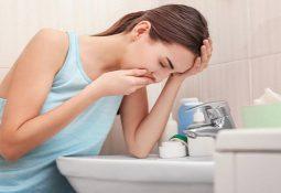 Buồn nôn khi mắc các bệnh lý dạ dày khiến người bệnh mệt mỏi, khó chịu