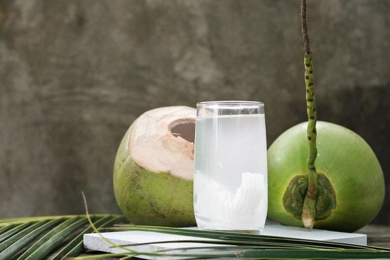 Nước dừa cũng giúp tránh những tổn thương ở dạ dày