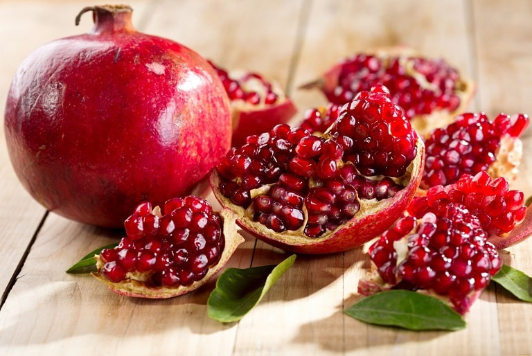 Đau dạ dày nên ăn hoa quả gì?- Lựu rất giàu vitamin B, tốt cho dạ dày
