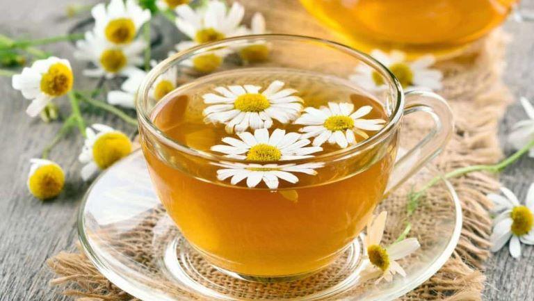 Trà hoa cúc là một trong những nước uống mà người bệnh trào ngược nên sử dụng