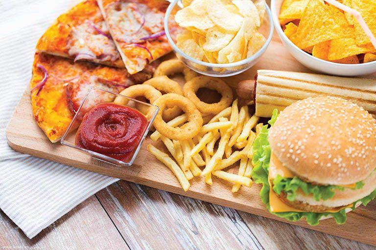 Khi mắc viêm hang vị dạ dày nên kiêng gì? Thực phẩm cay nóng, nhiều dầu mỡ