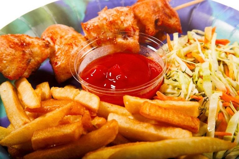 Những thực phẩm cay nóng, nhiều dầu mỡ nên tránh dùng