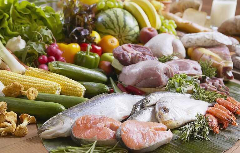 Tránh những loại đồ ăn tươi sống, tái chín