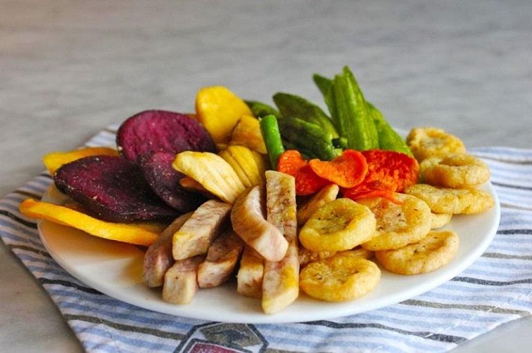 Hoa quả sấy khô cứng có thể gây tổn thương dạ dày đang bị xuất huyết