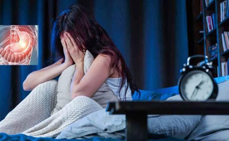 Đau dạ dày trong đêm khiến người bệnh mất ngủ