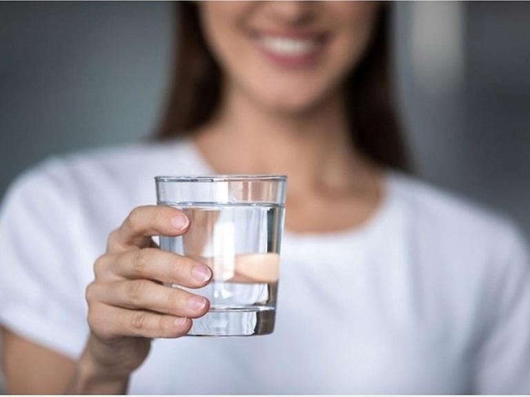 Uống nước mỗi ngày rất tốt cho người bị đau dạ dày